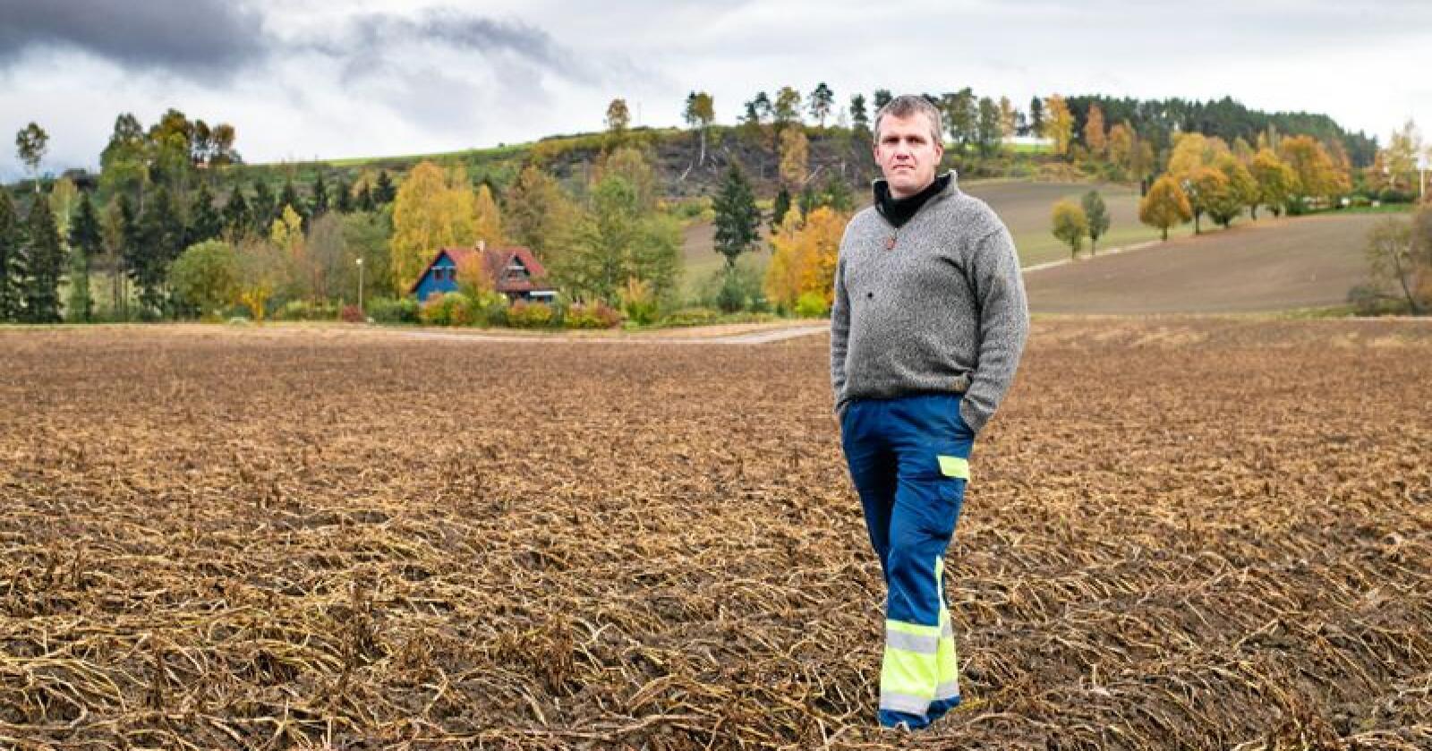 Bonde Ole Peter Thingelstad på Hønefoss trur ikkje han kjem til å halde fram med potetdyrking. Foto: Vidar Sandnes