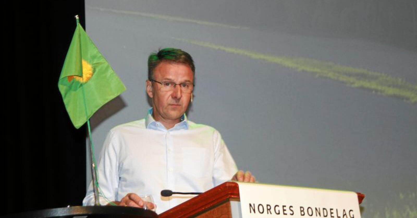 Lars Petter Bartnes, leder i Norges Bondelag, holdt tale til Bondetinget. Foto: Svein Egil Hatlevik