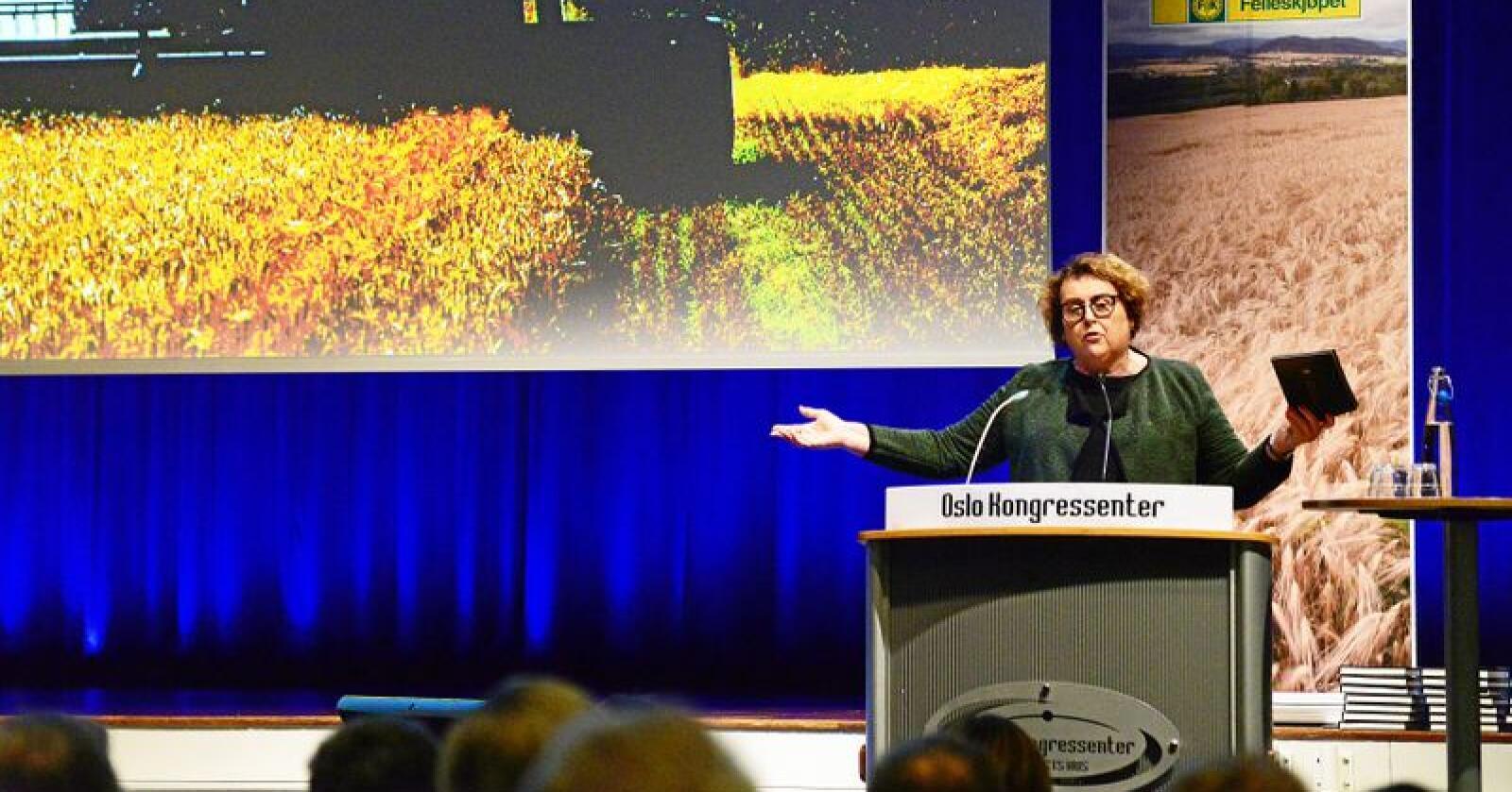 Sjølvforsyning: Landbruks- og matminister Olaug Bollestad (KrF) tok på kornkonferansen til orde for at det norske matforbruket så langt som mogleg må produserast her i landet. Foto: Siri Juell Rasmussen
