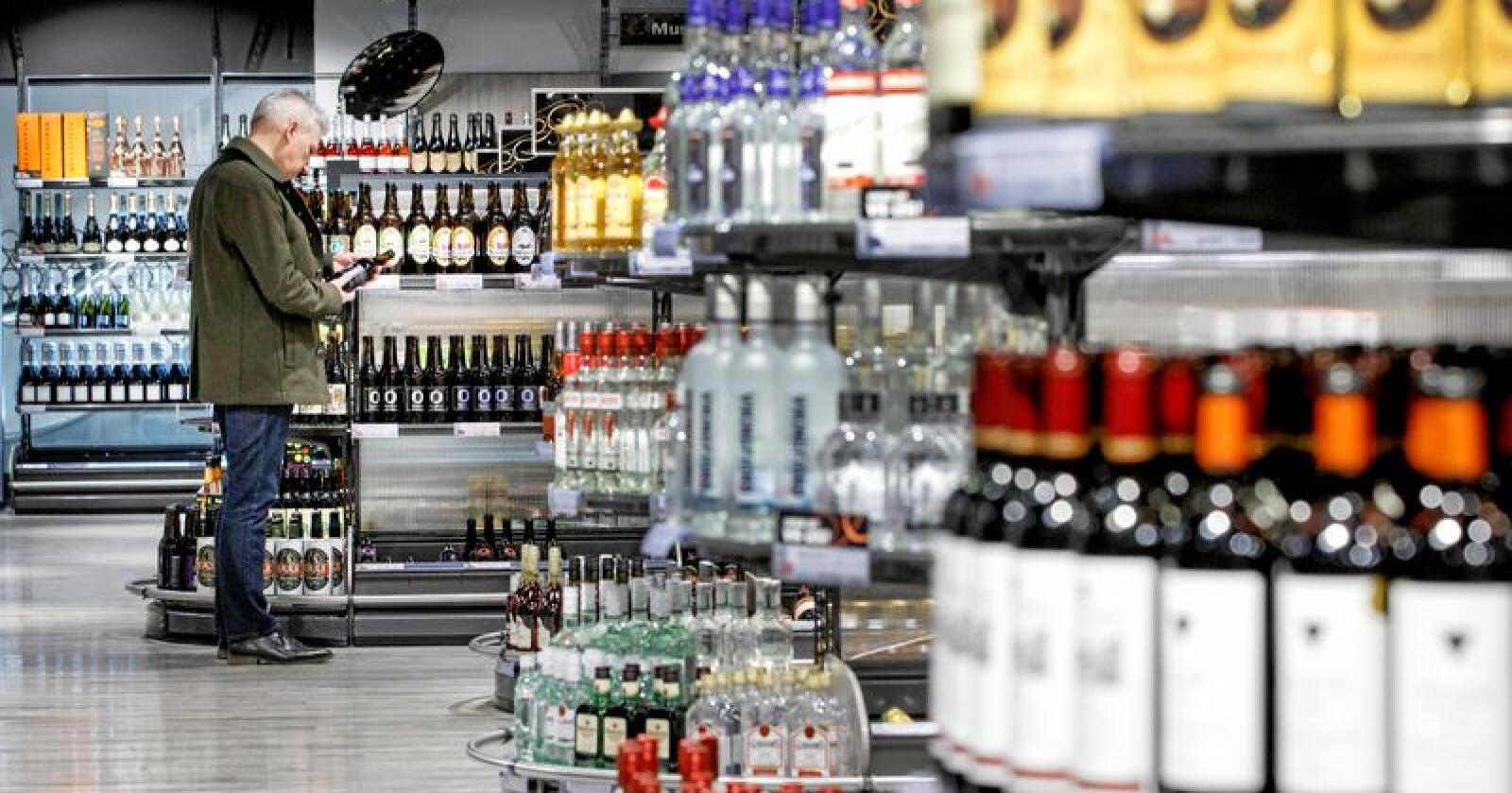 I snitt har hver nordmann handlet 7,2 liter alkohol på Vinmonopolet hittil i år. Illustrasjonsfoto: Gorm Kallestad / NTB scanpix