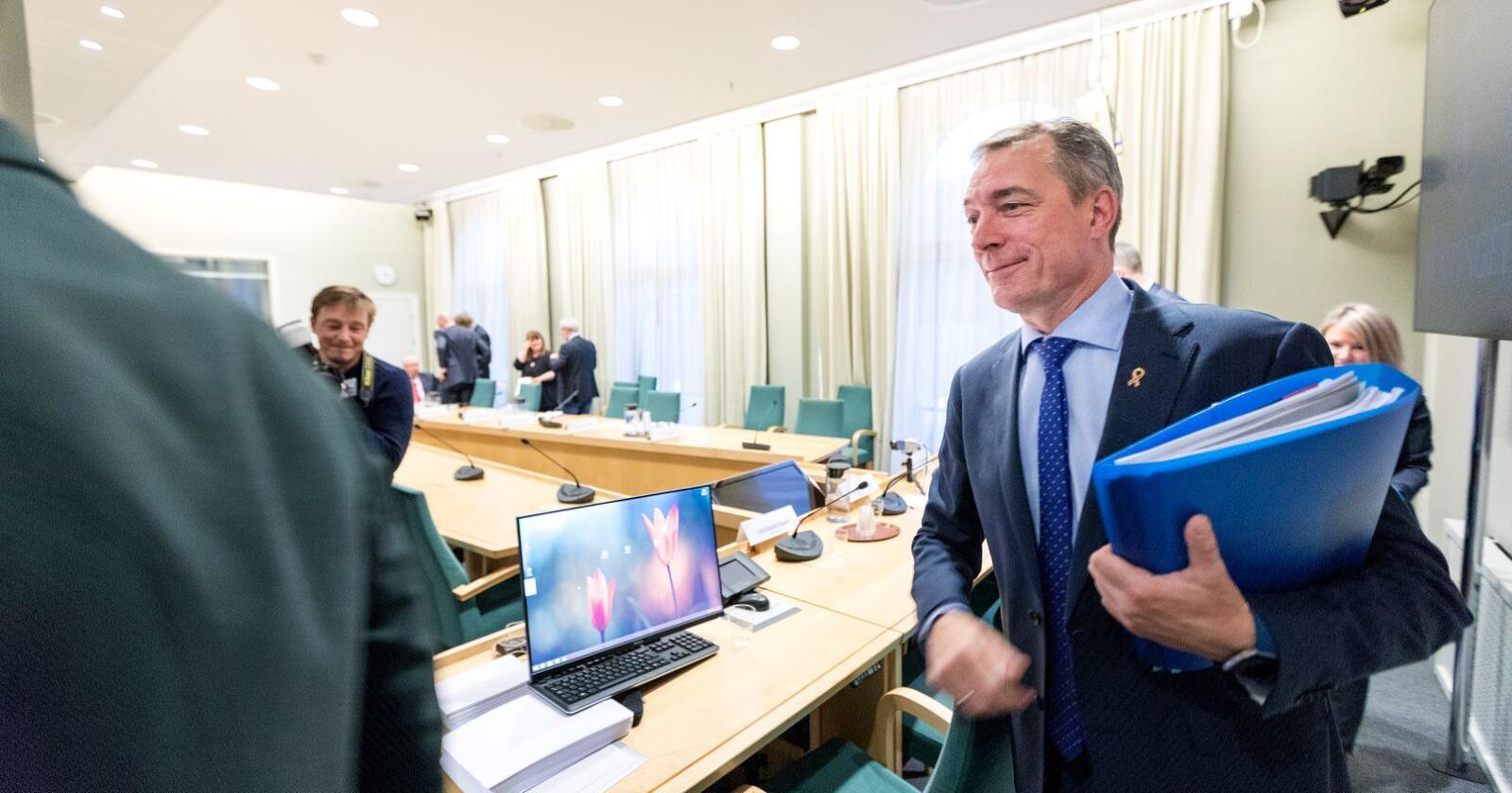 Forsvarsminister Frank Bakke-Jensen (H) under en stortingshøring om Andøya flystasjon i 2018. Nå er nedleggingen av stasjonen på nytt blitt et tema i forhandlingene om ny langtidsplan for Forsvaret. Foto: Gorm Kallestad / NTB