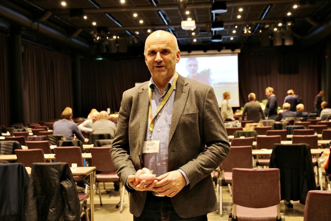 80 PROSENT: Norskansvarlig Espen Gultvedt i Bama er fornøyd med at målet om 80 prosent norske poteter blir nådd i år. Bildet er fra Gartnerhallen-seminaret på Gardermoen sist uke.