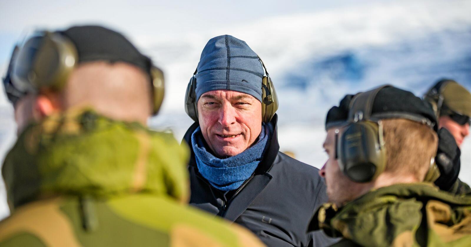 Forsvarsminister Frank Bakke Jensen (H) vet ennå ikke hva sluttsummen blir etter at stortingsvedtaket om feriepenger til HV-soldatene i alle år. Foto: Frederik Ringnes/ Forsvaret