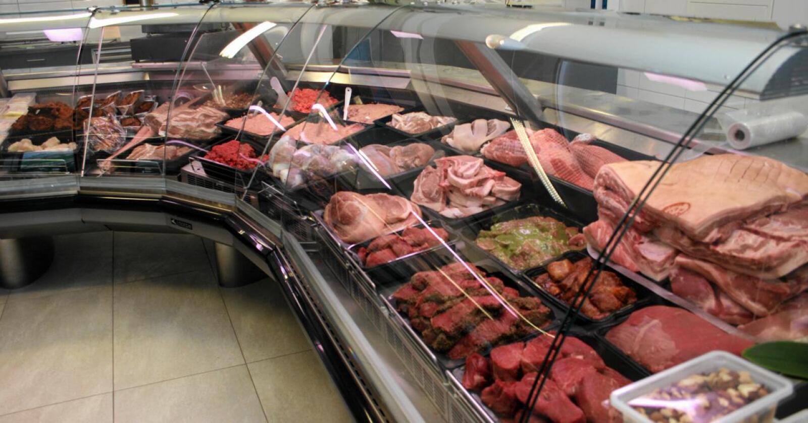 Kjøttsal: Nortura ventar at kjøttsalet aukar med fleire tusen tonn som følgje av mindre grensehandel og vidareføring av reiserestriksjonar i sommar. Foto: Bjarne Bekkeheien Aase