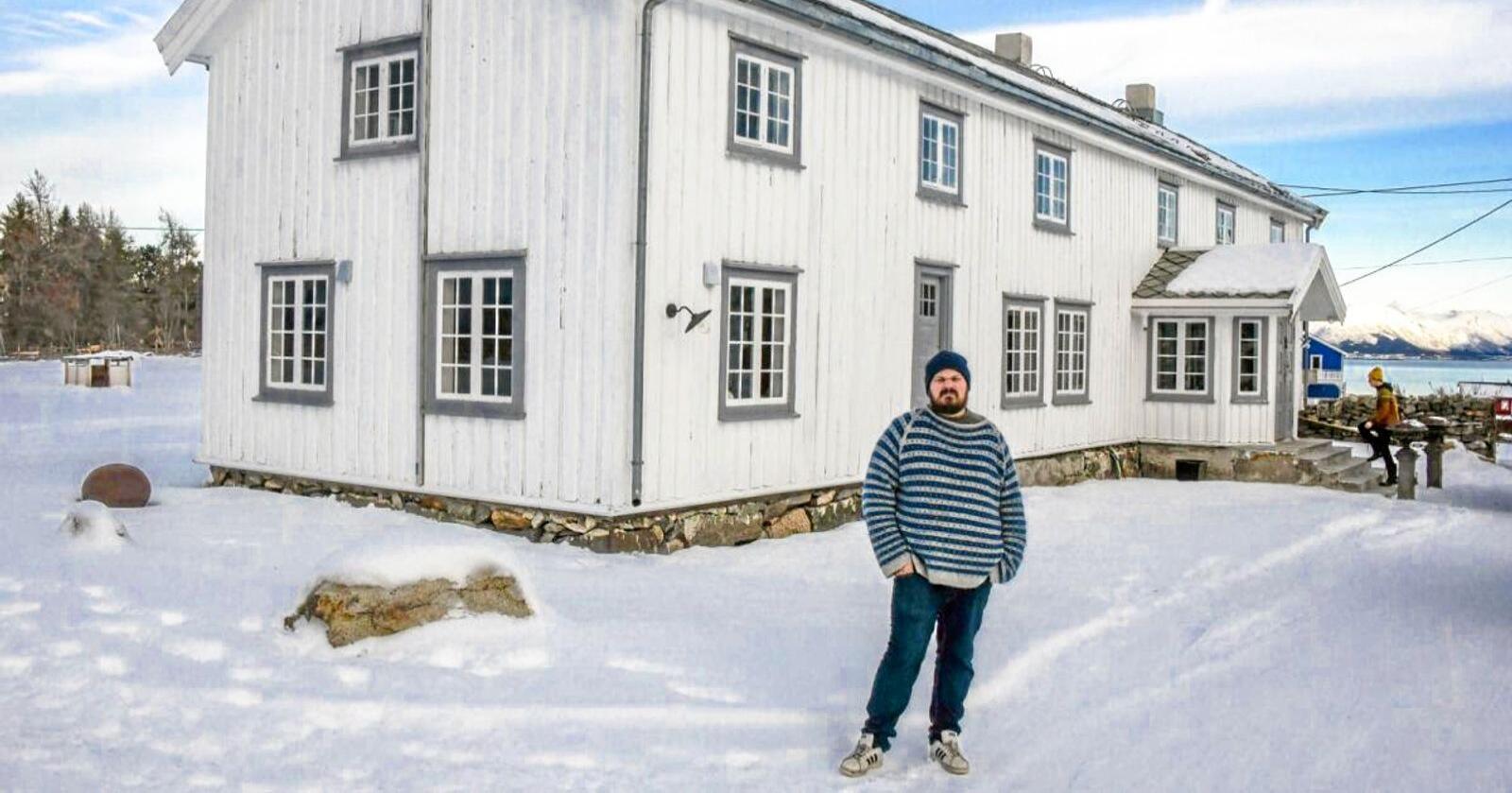 Norgesmester i ny kamp: Mesterkokken Halvar Ellingsen slåss for fortsatt drift på historiske Kvitnes gård i Vesterålen. Foto: Jens Andre M. Birkeland/Bladet Vesterålen.
