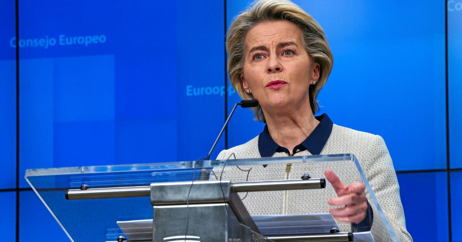 Aggresivt: President i EU-kommisjonen, Ursula von der Leyen, rasler med sablene i kampen om ressursene i Svalbardsonen. Foto: Olivier Matthys/AP Photo
