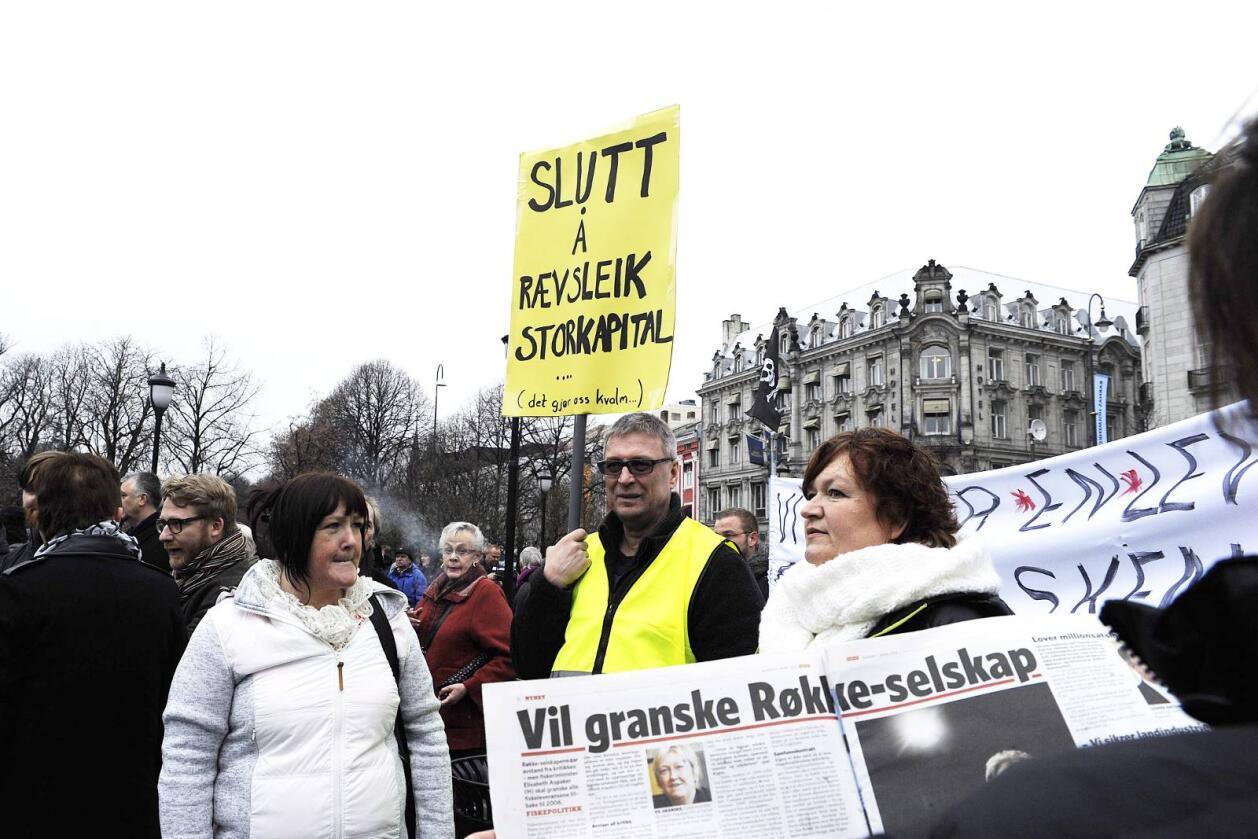 Må våkne: Demonstrantene krevde at stortingspolitikerne nå må våkne.