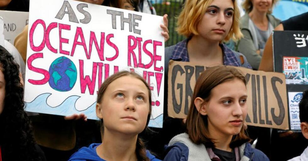 Svenske Greta Thunberg (t.v.), her med den amerikanske klimaaktivisten Alexandria Villasenor i New York, får støtte fra Senterungdommen. Foto: Richard Drew / AP / NTB Scanpix