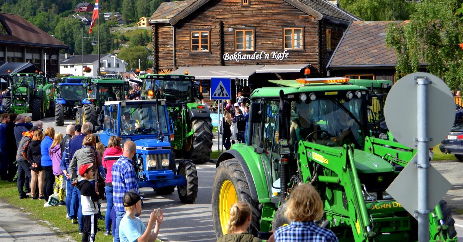 Traktorrock: arrangementet Traktorrock i Vågå er tilbake, etter et pauseår. Til helga er alt klart for et nytt arrangement med traktoren i fokus. Her  et arkivbildet høydepunktet for mange, traktorparaden.
