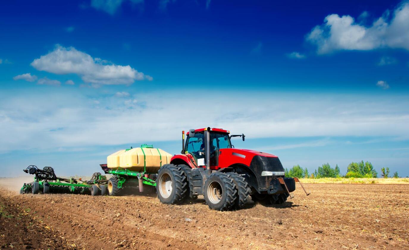 Moderne landbruksmaskiner: De selges som digital frelse, men samler også informasjon som er gull verdt når konserner slår seg sammen.  Colourbox