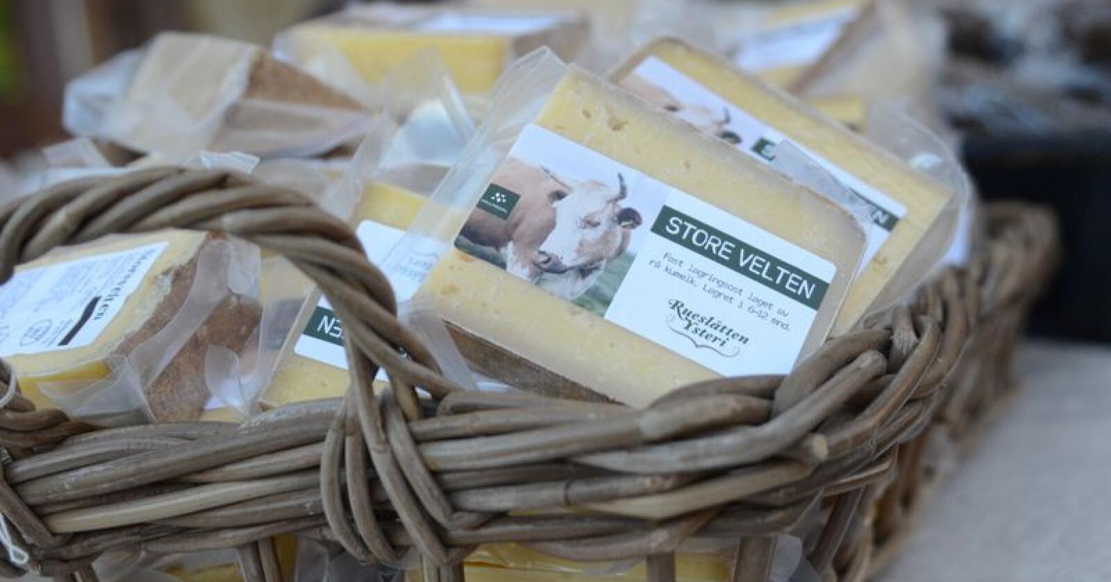 Ostebygda Hol er i finalen. Ostebygda er seks produsenter av ost, som alle bryr seg spesielt om kulturen og håndverket rundt osteproduksjon. (Foto: Liv Jorunn Denstadli Sagmo)