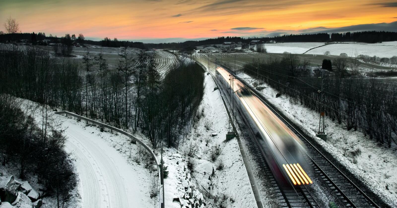 Høyhastighetsbaner vil løfte både byer og distrikt, skriver kronikørene. Foto: Mostphotos