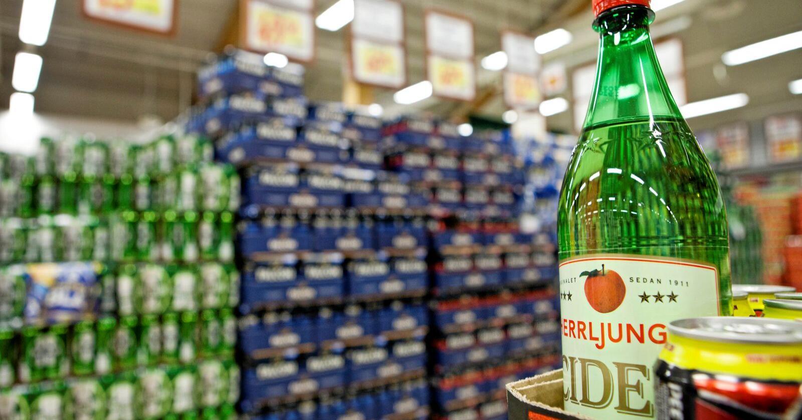 Sjølsagt har bortfall av svenskehandelen under koronaepidemien auka kjøpet av drikkevarer i Norge, men det er forklaringa berre for ein del av auken, skriv Martinus Løvik. Foto: Thomas Winje Øijord / NTB scanpix
