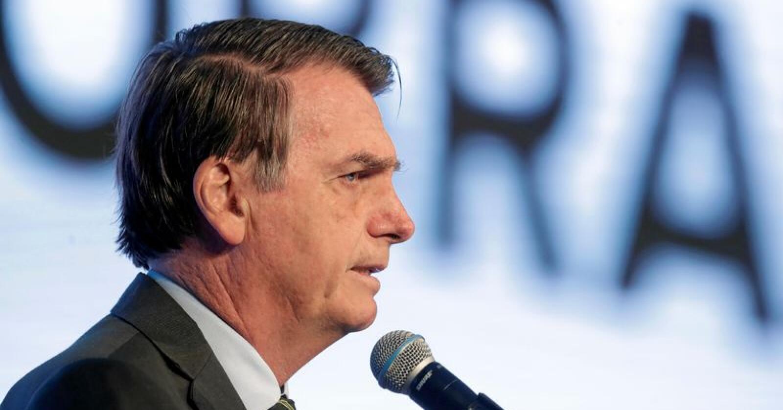 Den brasilianske presidenten Jair Bolsonaro går hardt ut mot Frankrikes president Emmanuel Macron og resten av G7-landenes initiativ til å bistå med å slokke de kraftige brannene som herjer i Amazonas. Foto: Eraldo Peres / AP / NTB scanpix