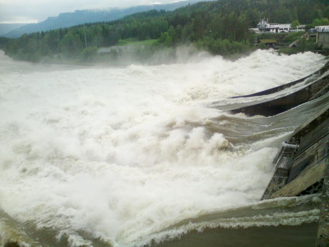 Enorme vannmengder ved Losna i juni 2011. Også nå ventes det stor vårflom her. Foto: Frank Iversen / NTB scanpix