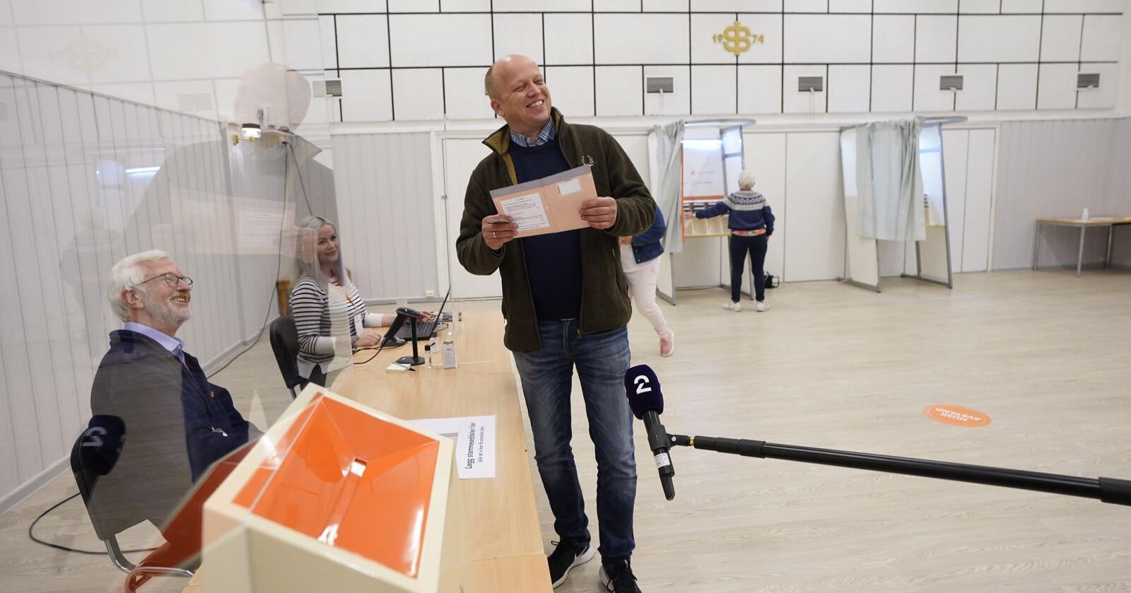 Sp leder Trygve Slagsvold Vedum stemte på Ilseng Samfunnshus på IlsengFoto: Lise Åserud / NTB