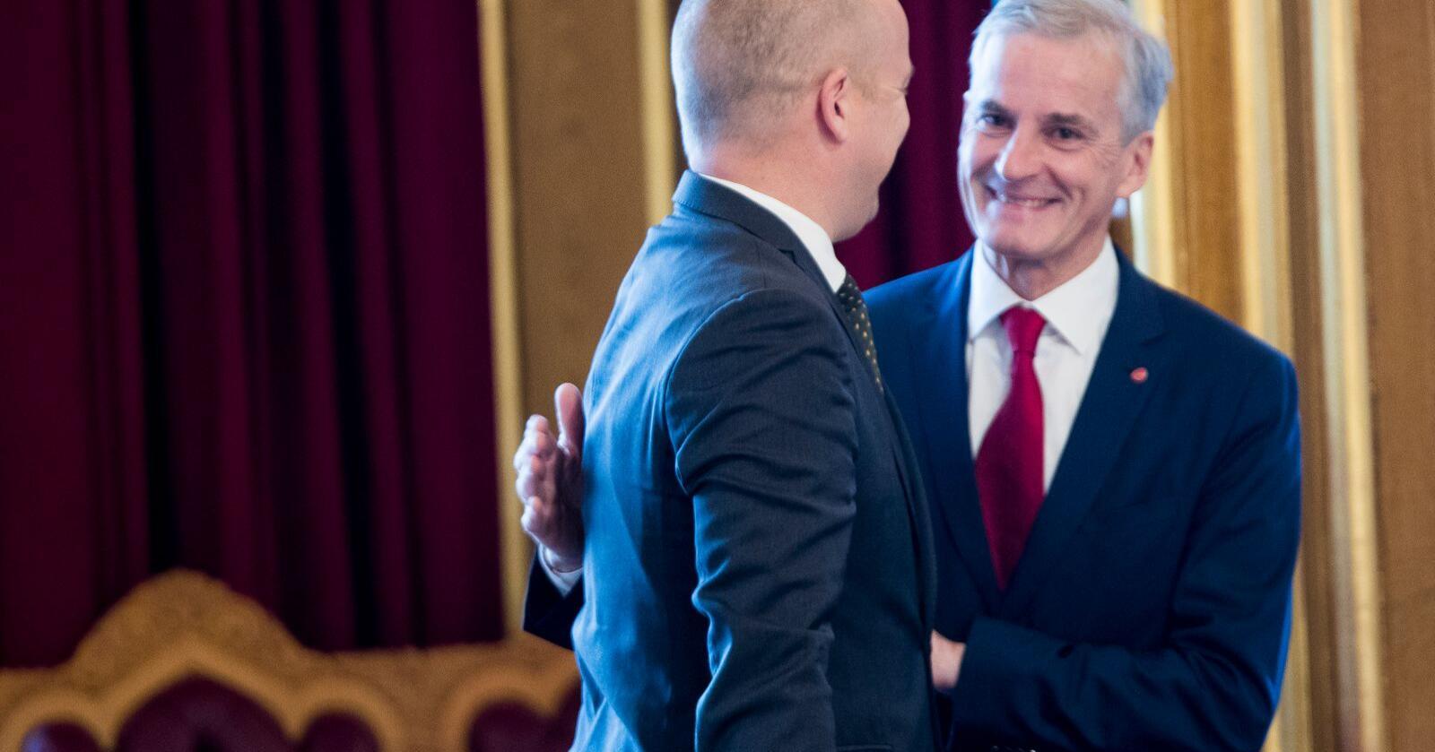 Vektskåla har vippet: Maktforholdet er tilbake til mer normalt mellom Trygve Slagsvold Vedum (Sp) tv. og Jonas Gahr Støre (Ap). Foto: Terje Pedersen / NTB