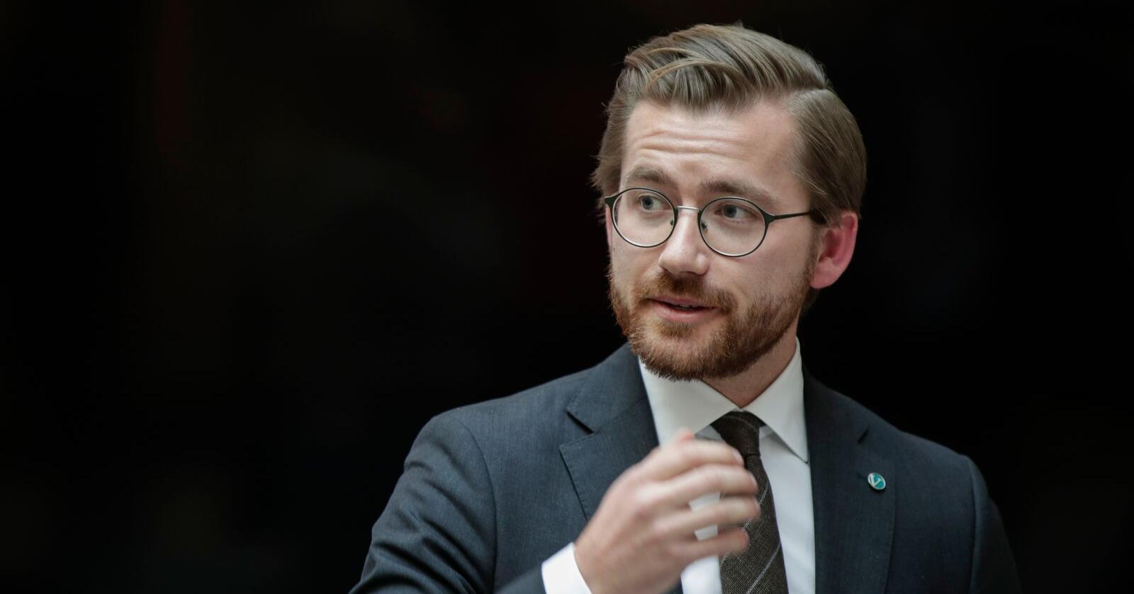 Klima- og miljøminister Sveinung Rotevatn (V) kaller Senterpartiet Norges mest humørløse parti. Foto: Vidar Ruud / NTB scanpix