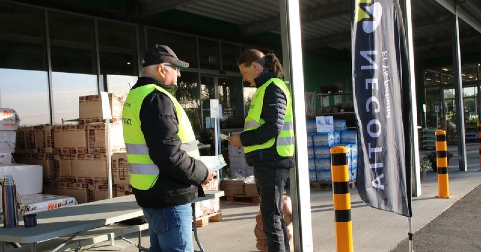 Det er harde fronter mellom partene i streiken. Bildet viser streikevakter ved Holstad, Ås. Foto: Karl Erik Berge