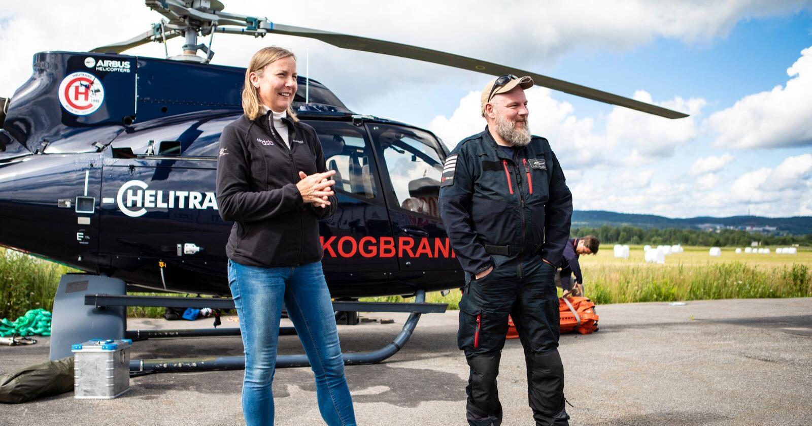 Direktør i DSB Elisabeth Sørbøe Aarsæther (t.v.) og pilot John-Arne Hellesø. Foto: Trond Reidar Teigen / NTB scanpix