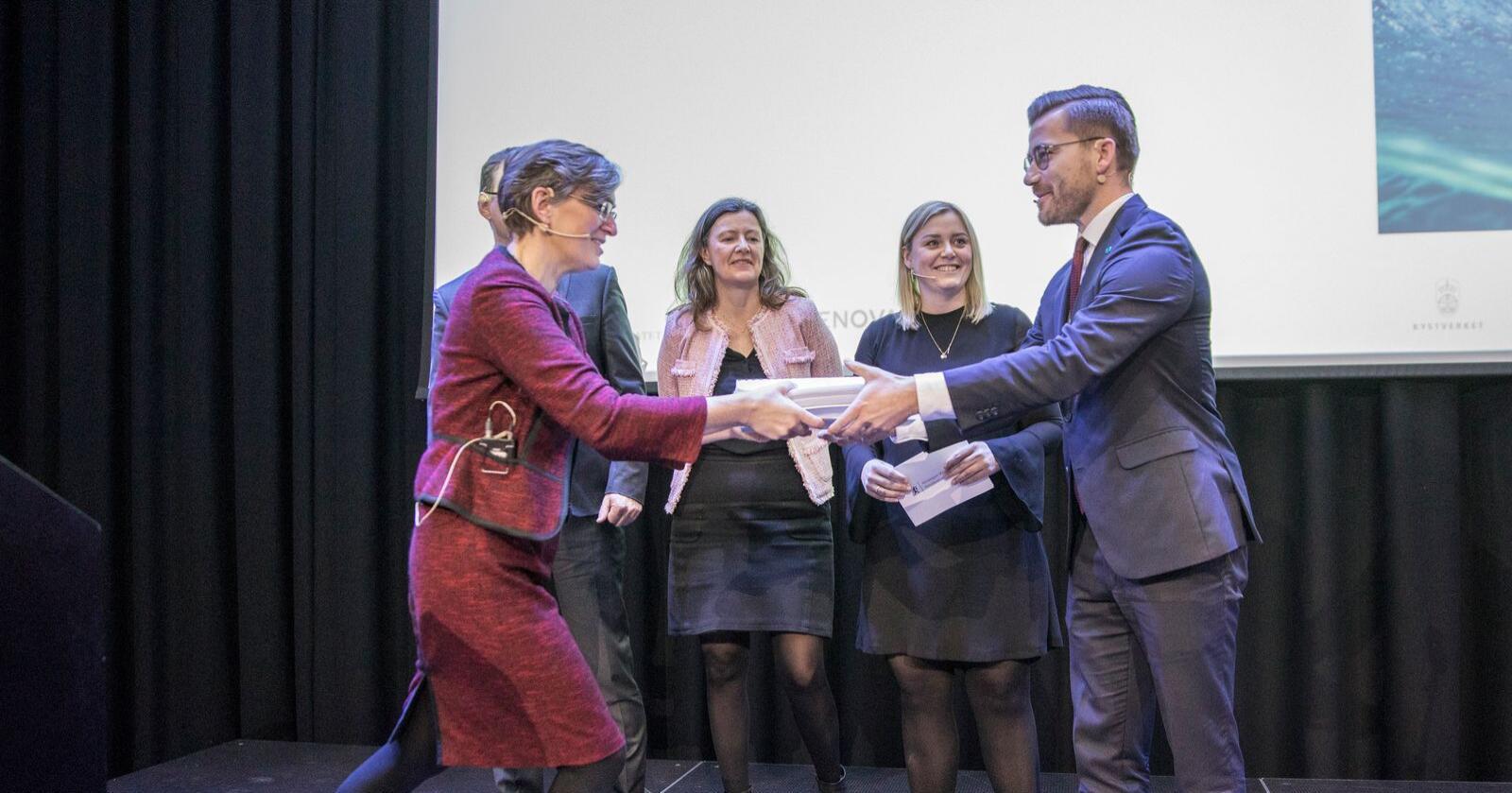 Rapporten Klimakur 2030 blir presentert og overrakt klima- og miljøminister Sveinung Rotevatn på Sentralen i Oslo. Foto: Ole Berg-Rusten / NTB scanpix