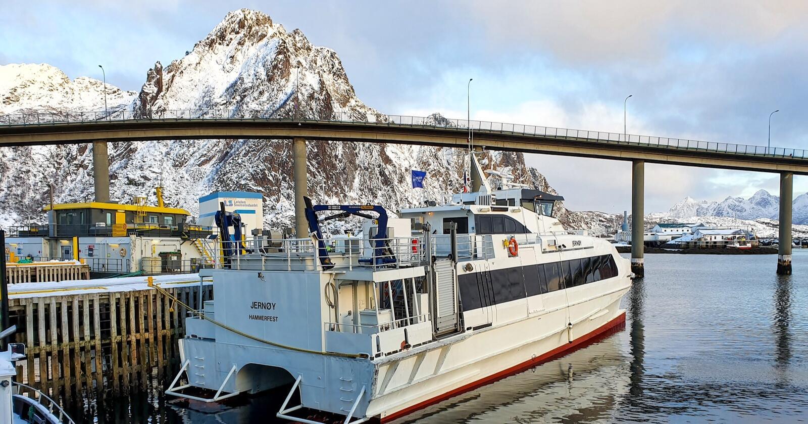 Dokumenter Nationen har fått innsyn i viser at sommer 2019 gikk hurtigbåten MS Jernøy flere turer over Vestfjorden mellom Steigen og Svolvær med hull i baugen. Foto: Eskild Johansen
