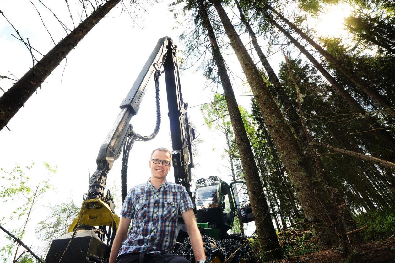 Erik Lahnstein understreker at å plante gran der det har stått gran ikke er et valg, men en plikt. Foto: Siri Juell Rasmussen