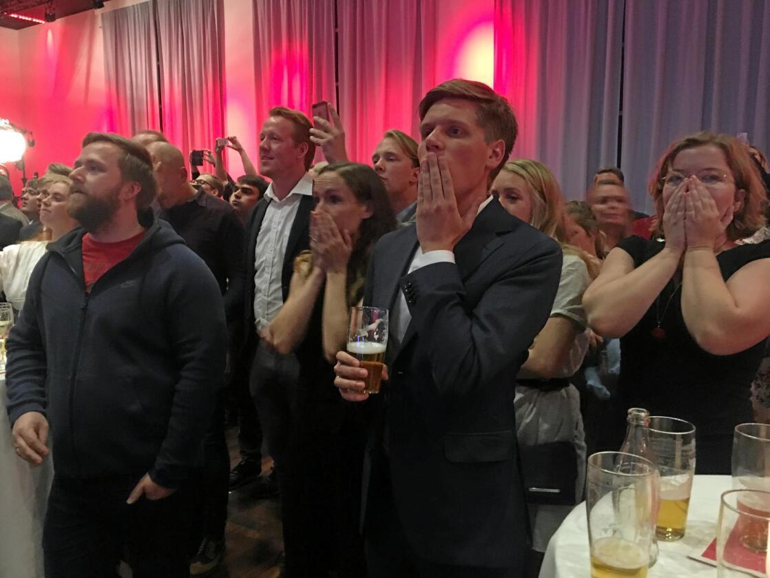 Sjokkert stemning på Arbeiderpartiets valgvake da prognosene ble presentert. Foto: Jenny Dahl Bakken