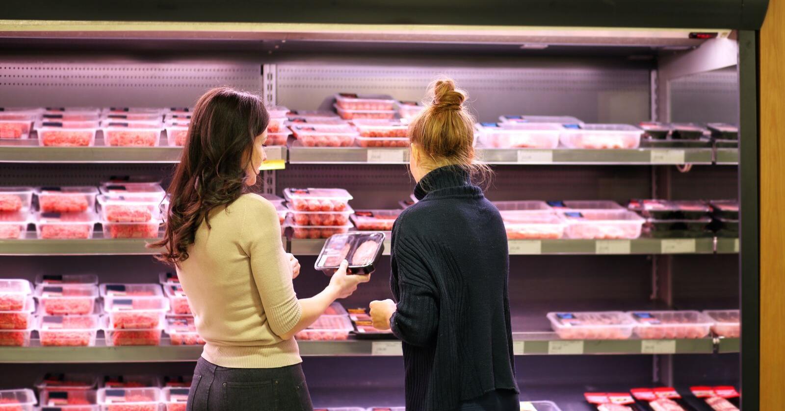 Forbrukerne har, ifølge NorgesGruppens analyse, handlet norske landbruksprodukter (meierivarer, kjøtt, kornprodukter og frukt/grønt) for 1,3 milliarder mer enn samme periode i fjor. Foto: Shutterstock