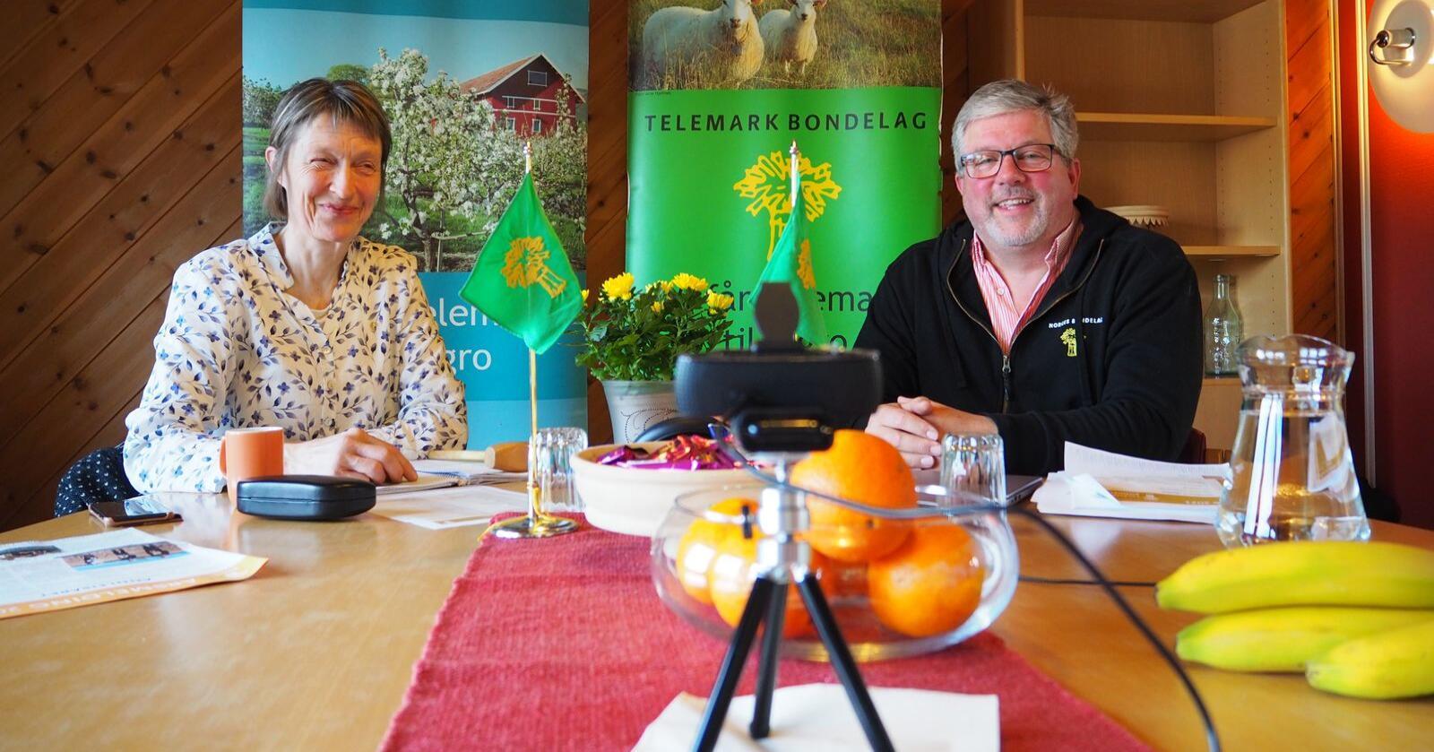 Aslak Snarteland er første fylkesleder i Vestfold og Telemark Bondelag. Her sammen med styremedlem Hege Gonsholt. (Foto: Vestfold og Telemark Bondelag)