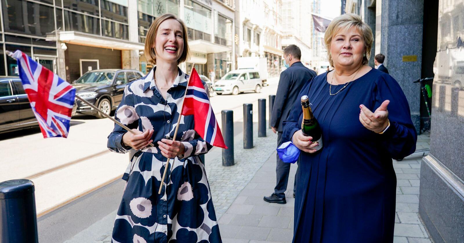 Næringsminister Iselin Nybø og statsminister Erna Solberg feirer enigheten med Storbritannia om en ny frihandelsavtale for tida etter brexit. Foto: Gorm Kallestad / NTB