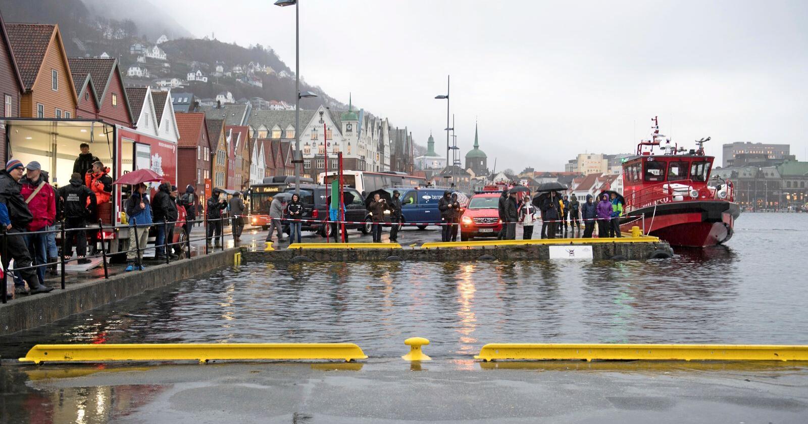 Bryggen i Bergen er blant stadane som kan bli oversvømte dei neste dagane.Foto: Marit Hommedal / NTB scanpix