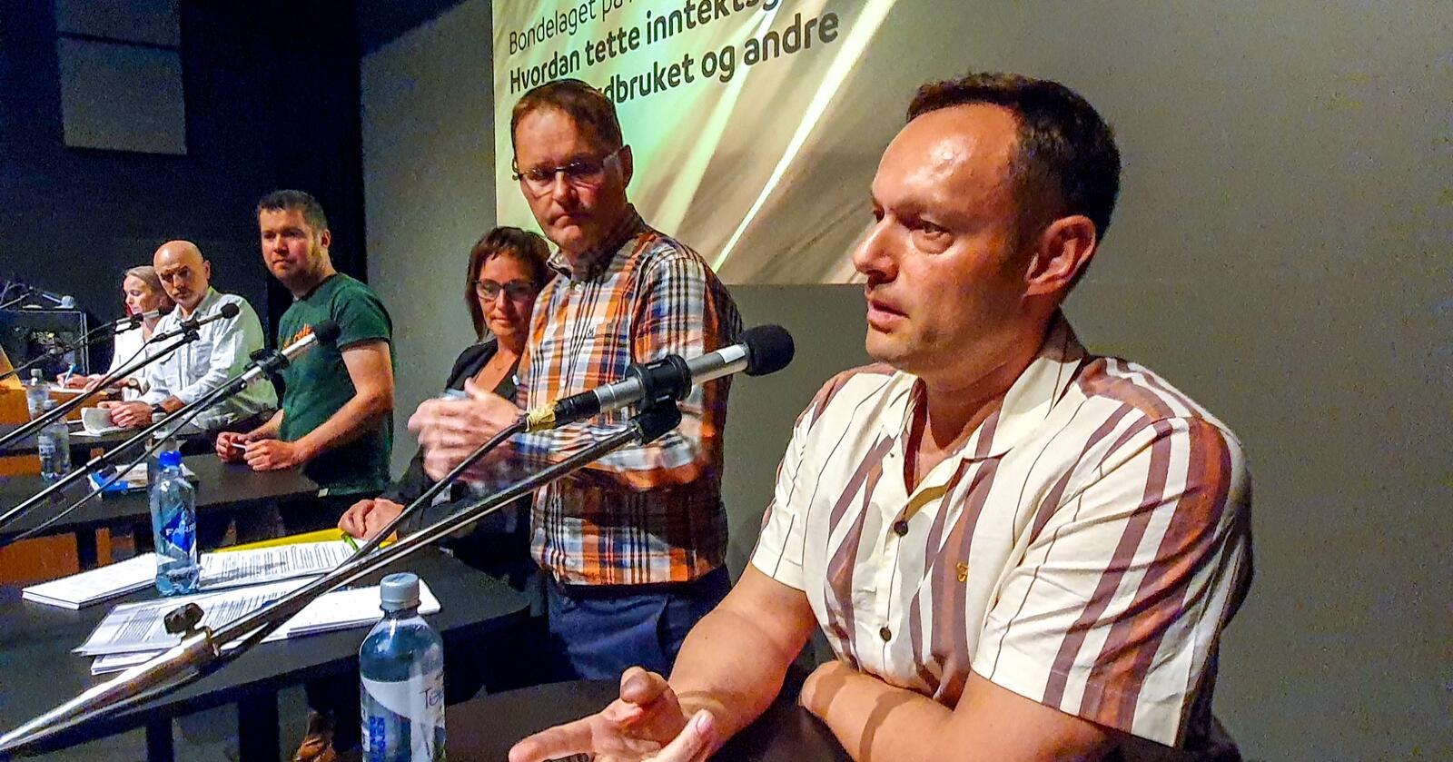 Må være konkrete: Landbrukspolitisk debatt med bl.a. Geir Pollestad (Sp) og Torgeir Knag Fylkesnes (SV). Foto: Eskild Johansen