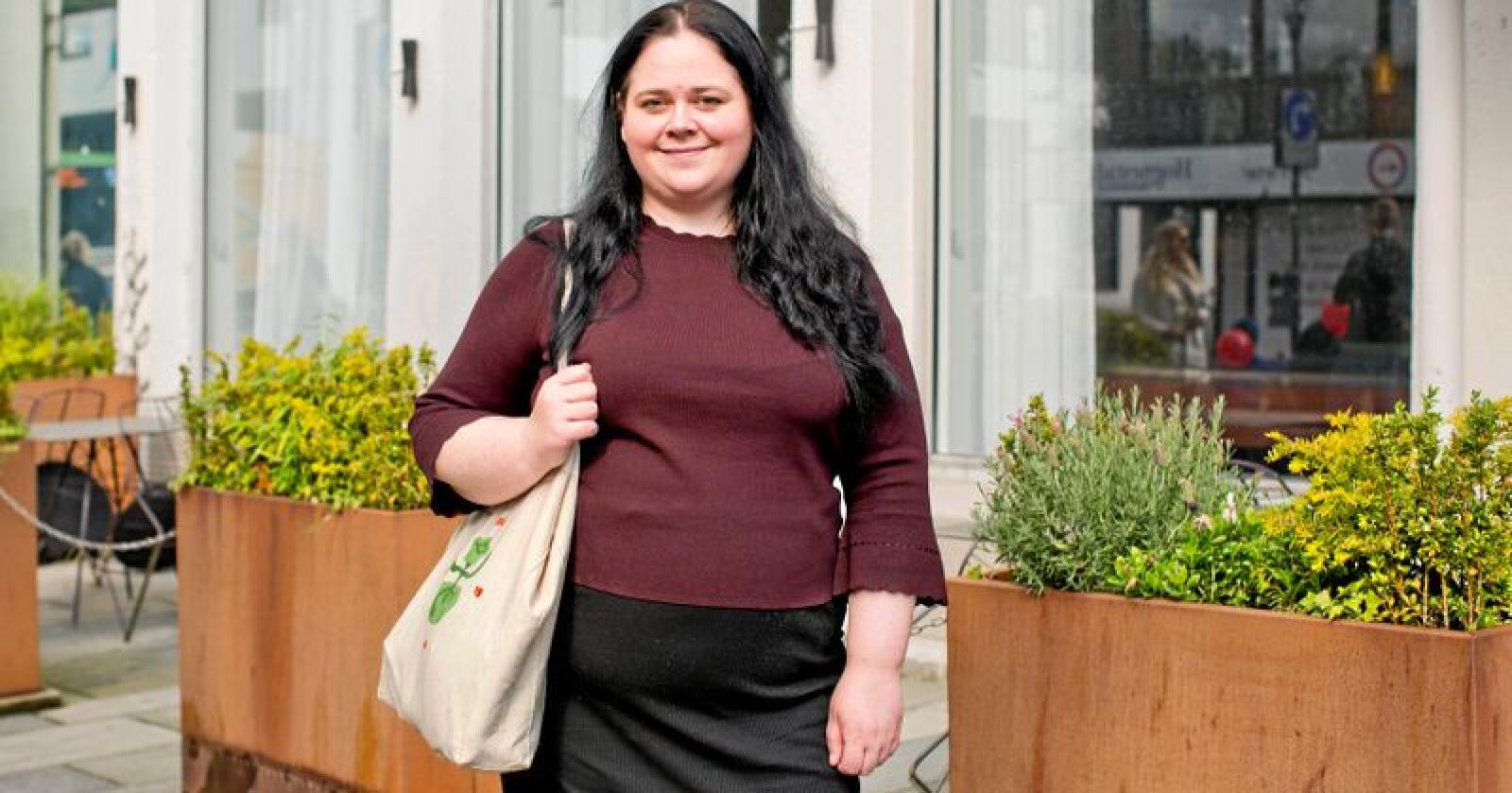 """Vil bruke mer norske råvarer. - Vi burde være mer selvforsynt med mat. Hvorfor skal vi importere """"snobbegrønnsaker?, sier matblogger Mari Hult, som nå er blitt mer bevisst på hva hun velger. Alle foto: Solfrid Sande"""