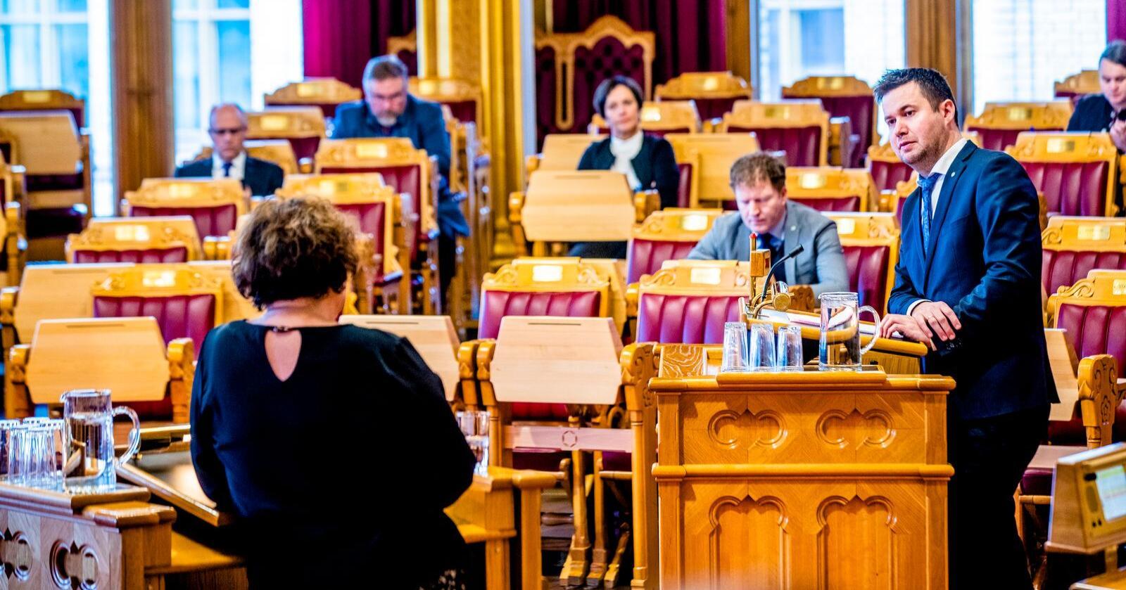 Geir Pollestad (Sp) i debatt med landbruks- og matminister Olaug Bollestad (KrF). Foto: Stian Lysberg Solum / NTB scanpix