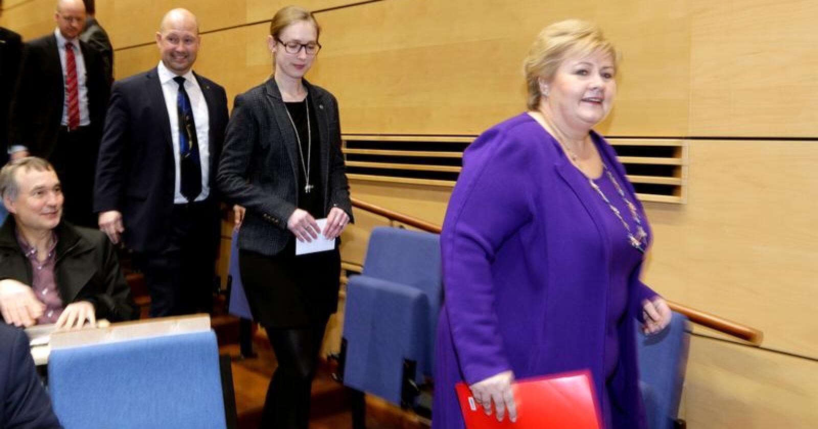 En avtale mellom regjeringen og støttepartiene om politireformen ble presentert i februar 2017. Fra.h statsminister Erna Solberg (H), Iselin Nybø (V) og justis- og beredskapsminister Anders Anundsen på pressekonferanssen på politihøyskolen i Oslo. Foto: Vidar Ruud / NTB scanpix