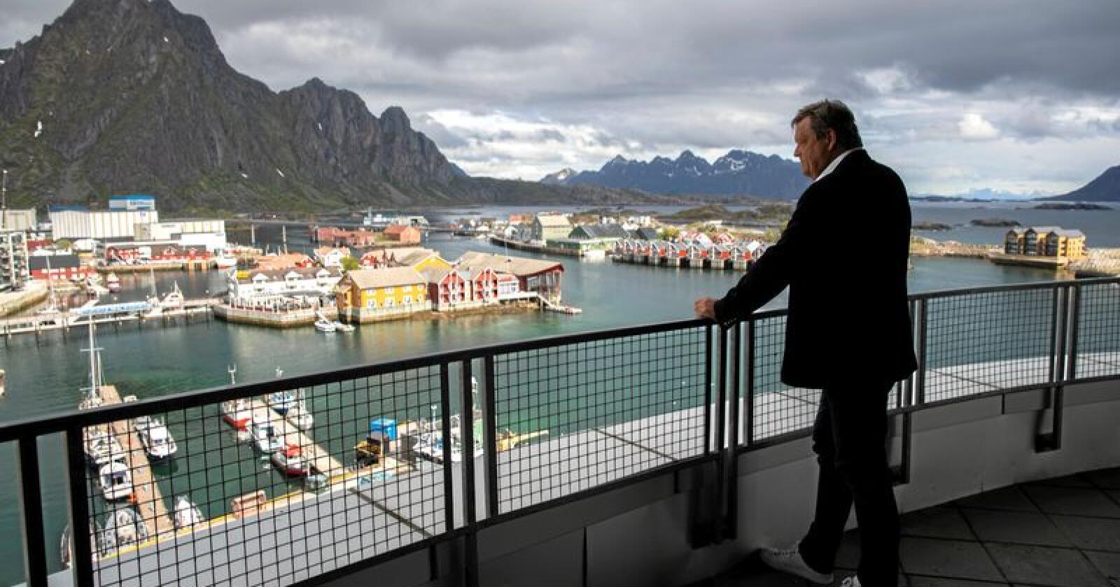 Føling i fjæra: Fiskeriminister Harald T. Nesvik (Frp), her i Svolvær, har vært i London for å snakke om brexit. Foto: Berit Roald / NTB scanpix