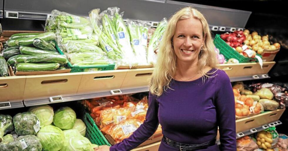 Ingvill Størksen i Virke synes det er rart at frukt og grønt ble utelatt fra en rapport om norske dagligvarer. Foto: Virke