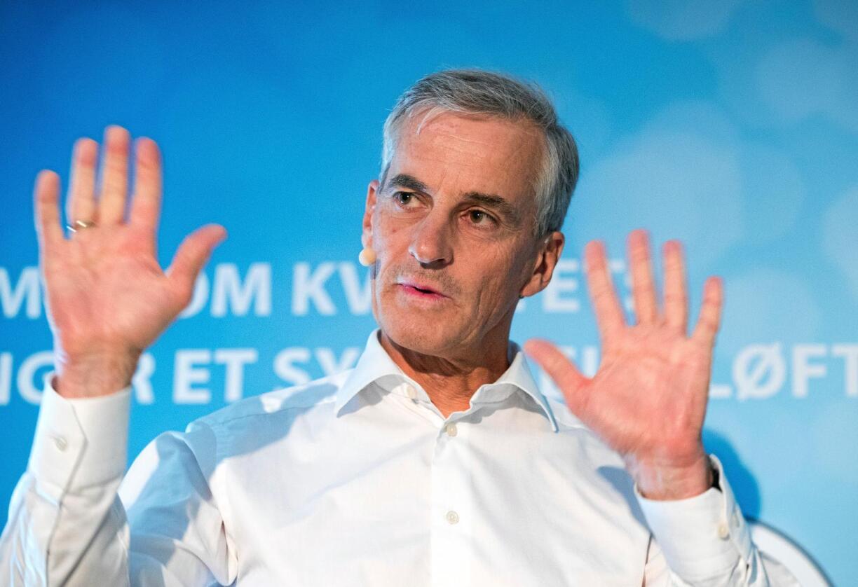 Kontraster: Ap-leder Jonas Gahr Støre ble utropt som partilederdebattens store vinner forrige mandag, men har siden måttet svare på spørsmål om krisetall på målingene. Foto: Terje Pedersen/NTB scanpix
