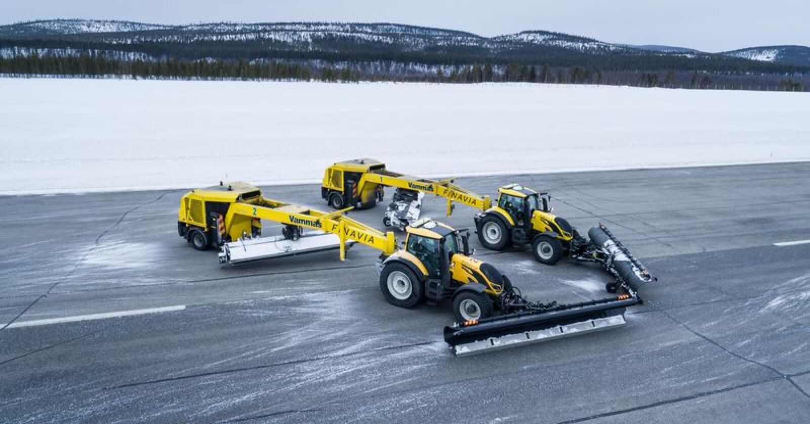 To førerløse Valtra T254 Versu har gjennom vinteren 2018/19 blitt testa i snørydding på flyplassen Ivalo i Finland. (Foto: produsenten)
