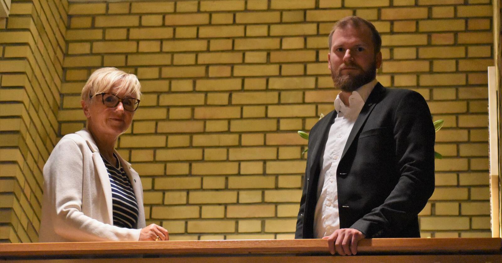 Liv Signe Navarsete (Sp) og Willfred Nordlund (Sp) advarer mot fremtidige kostnadssprekker på Evenes. Foto: Henrik Heldahl