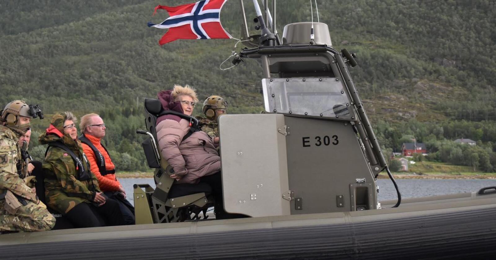 Mislykkes: Regjeringen har mislykkes i å styrke sikkerhet og beredskap. Her er statsminister Erna Solberg på tur med rib med Sjøforsvaret på Ramsund ved en tidligere anledning. Foto: Henrik Heldahl