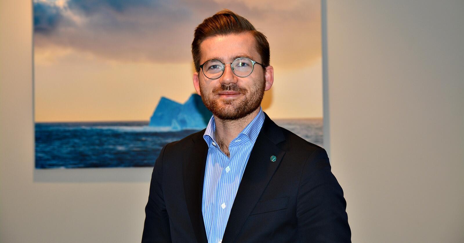 Kunnskapsgrunnlag: Klima- og miljøminister Sveinung Rotevatn (V) mener det blant annet er behov for mer kunnskap om kongeørnens rolle som skadegjører. (Foto: Anders Sandbu)