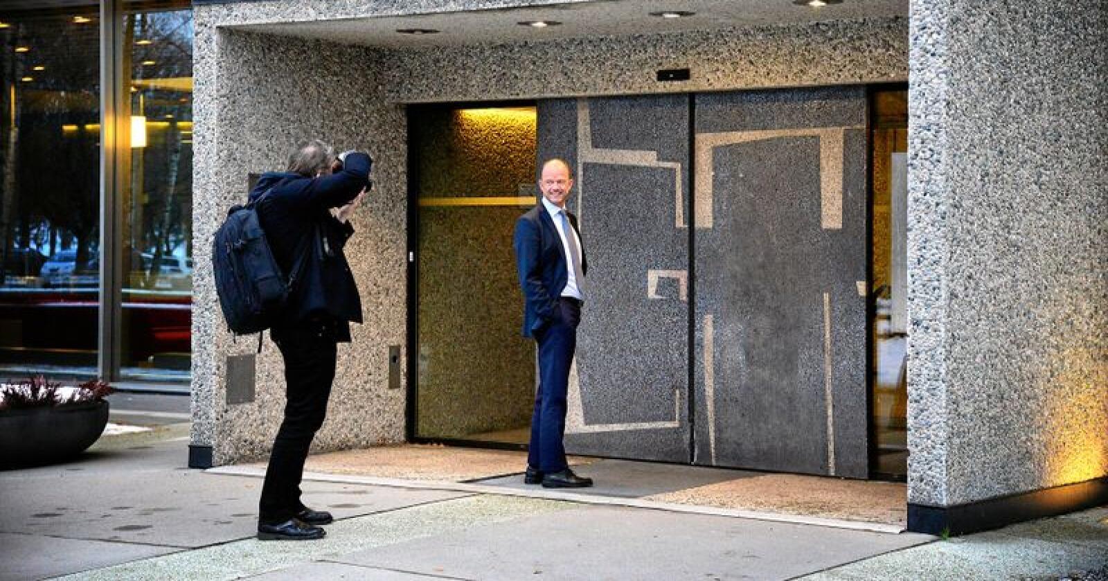 Ole Erik Almlid på vei inn i Næringslivts Hus på Majorstua i Oslo. Nylig fikk han jobben som administrerende direktør i Næringslivets Hovedorganisasjon (NHO). Foto: Siri Juell Rasmussen