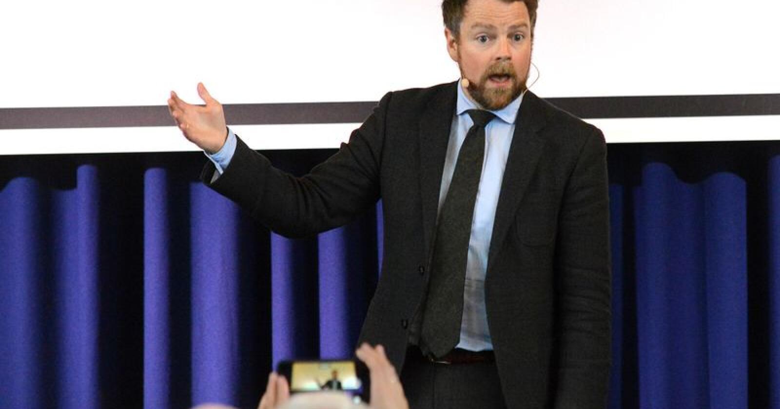 Støtte? Torbjørn Røe Isaksen kan vise til støtte hjå kommunestyret i Kvalsund og Finnmark fylkesting. Foto: Siri Juell Rasmussen