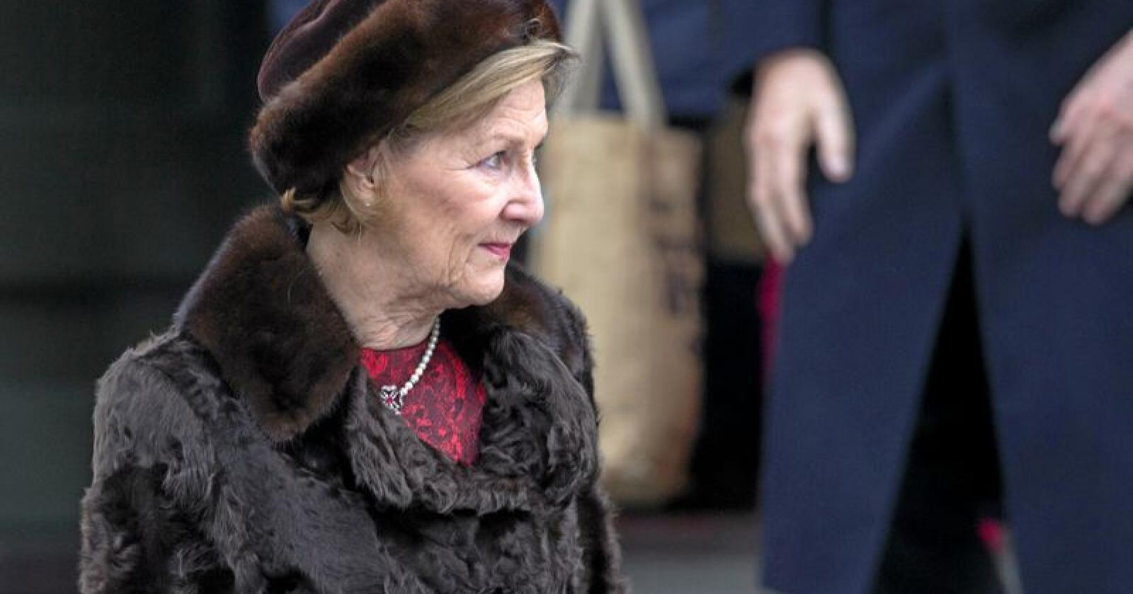 Med pels: Dronning Sonja på julegudstjeneste i 2017. Foto: Torstein Bøe / NTB scanpix