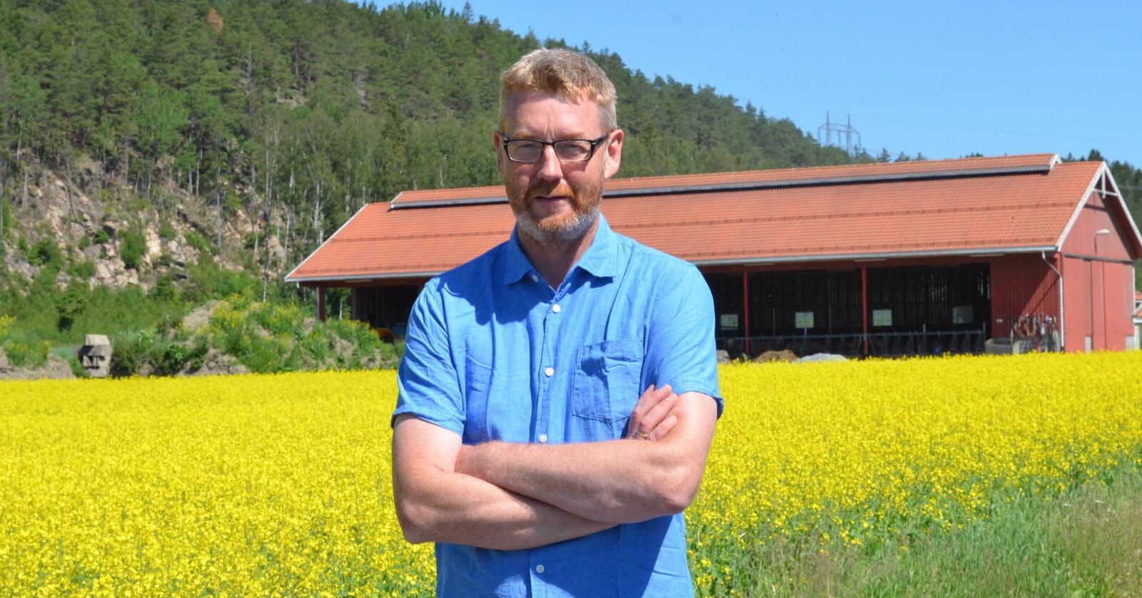 Korn- og ammekubonden Bjørn Gimming er ny leder i Norges Bondelag. Gården hans ligger i Halden. Han dyrker også en god del raps. (Foto: Stian Eide)