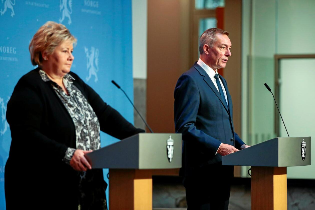 Tydeligere: Statsminister Erna Solberg må vise at regjeringa tar EUs krenkelse av norske rettigheter i Svalbardssonen på alvor. Her med forsvarsminister Frank Bakke-Jensen. Foto: Jil Yngland / NTB