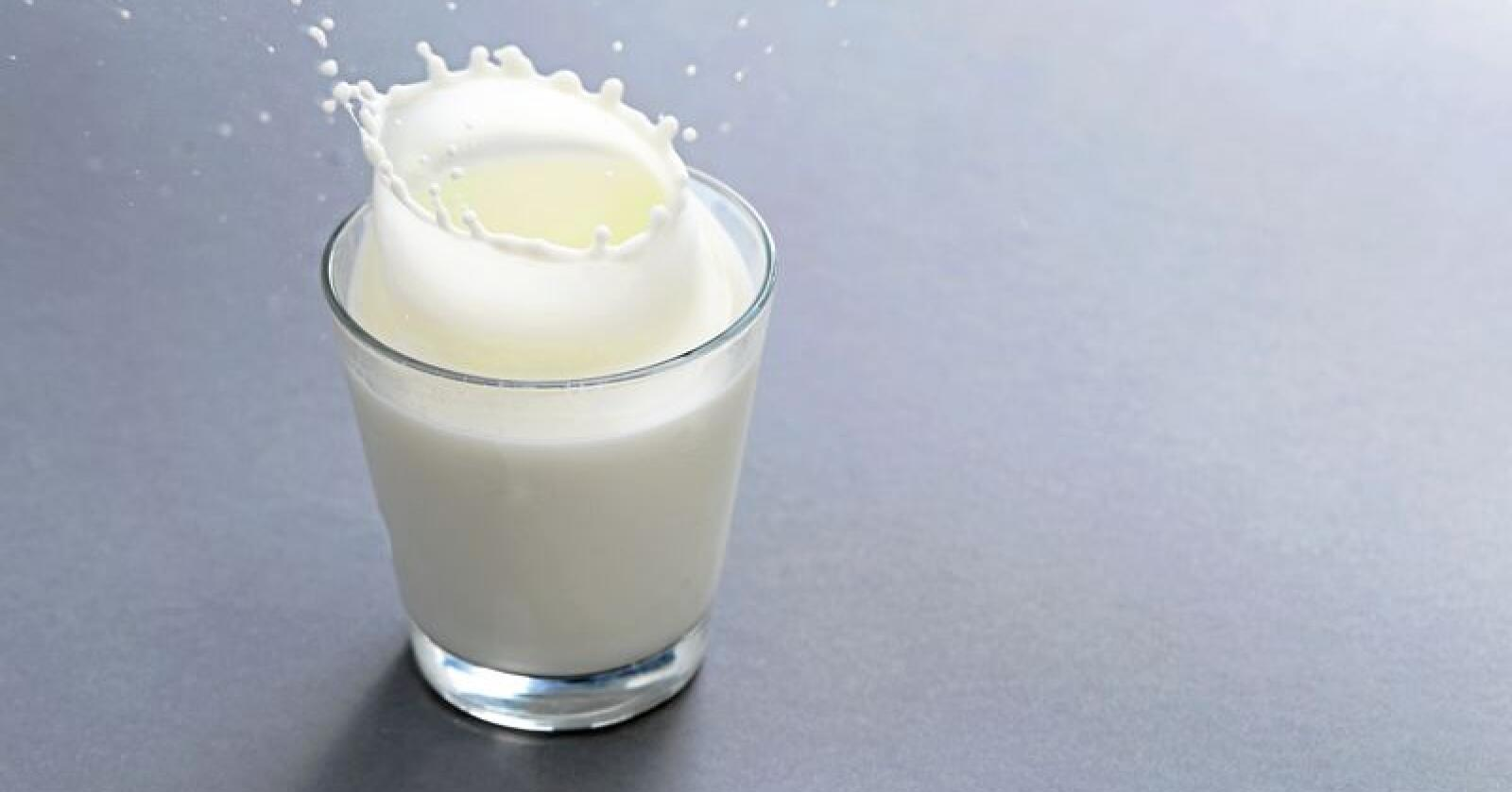 Det blir færre og færre melkeglass til frokosten i de norske hjem. Foto Colourbox