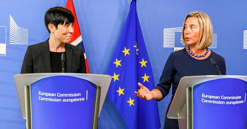 Utenriksminister Ine Eriksen Søreide t.v. og avroppende utenrikssjef i EU, Federica Mogherini, under et møte i Brussel tidligere i vår. Foto: Johan Falnes / NTB scanpix